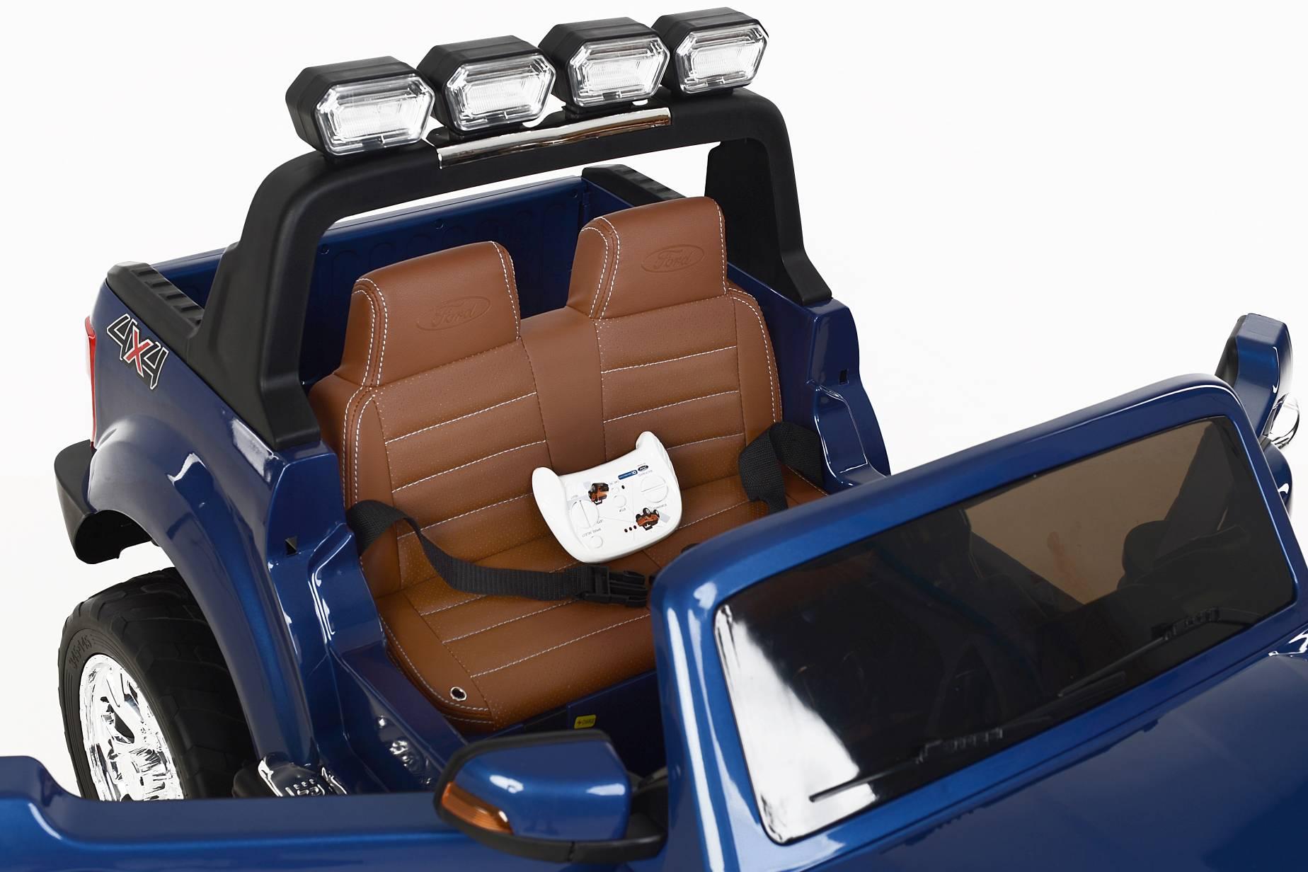 Sièges en cuir avec ceinture de sécurité